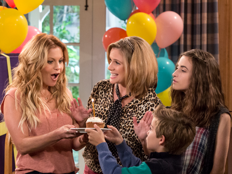 Full House Christmas Episodes.Season 3 Of Fuller House Will Premiere On Netflix On A Very