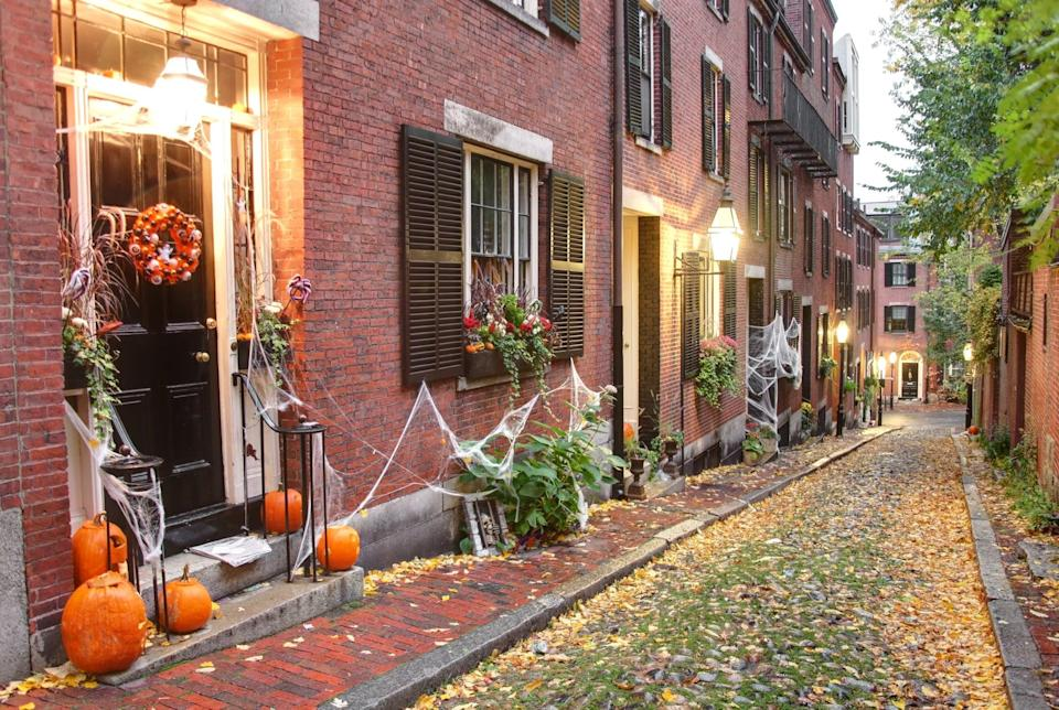 <p>Boston has so much history, making it both quaint and scary. Turn this decorated Beacon Hill neighborhood in Boston, MA, into your next Zoom call background.</p>