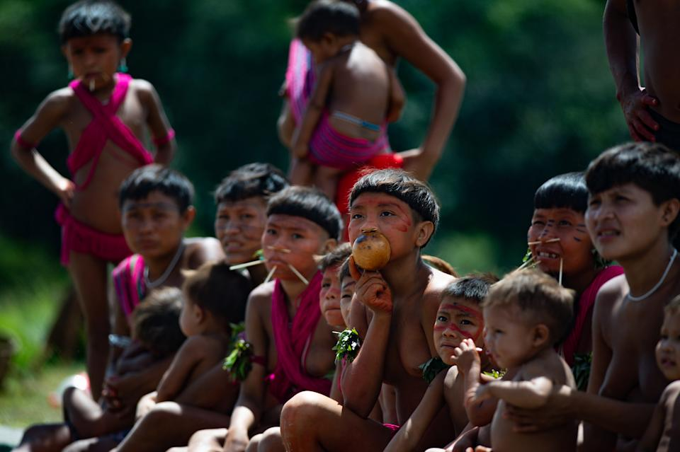 RORAIMA, BRAZIL - JULY 01: Yanomami children wait as arriving to receive health care during the Yanomami / Raposa Serra do Sol Mission amidst at the coronavirus (COVID-19) pandemic at the 4 Special Border Platoon in the city of Alto Alegre on July 01, 2020 in Roraima, Brazil. The mission involves several ministries and seeks to intensify indigenous health care and Covid-19 prevention. Brazil has over 1,402,000 confirmed positive of Coronavirus cases, with 147 among Yanomamis, and 59,594 deaths across the country and 4 among Yanomamis. (Photo by Andressa Anholete / Getty Images)