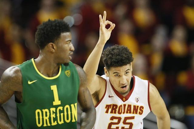 "<a class=""link rapid-noclick-resp"" href=""/ncaab/players/131316/"" data-ylk=""slk:Bennie Boatwright"">Bennie Boatwright</a> announced Thursday night that he's returning to USC. (AP)"