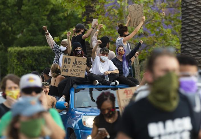 "A crowd gathers outside Los Angeles Mayor Eric Garcetti's home on June 2 to protest police brutality. <span class=""copyright"">(Francine Orr / Los Angeles Times)</span>"