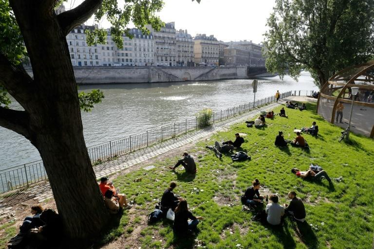 The French government has banned alcohol consumption alongside the Seine and the city's canals in a bid to dissuade merrymakers (AFP Photo/FRANCOIS GUILLOT)