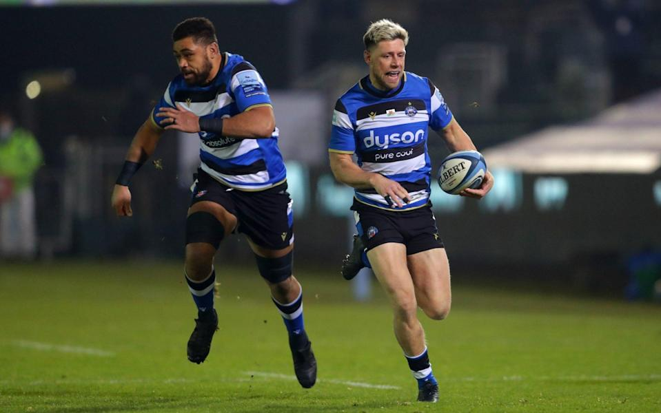 Rhys Priestland (right) breaks to score the first try during the Gallagher Premiership match at the Recreation Ground, Bath - PA