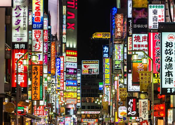 Tokyo signs are confusing! (Image credit: superjoseph / Shutterstock.com)