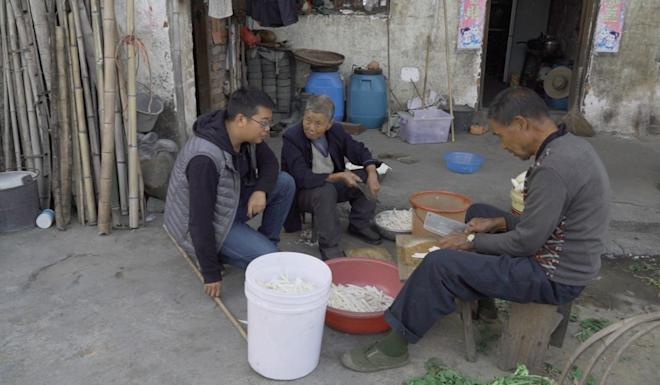 Teaching villagers in Liantang, central China how to become a zero waste community. Photo: Thomas Yau