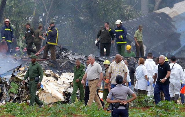 "<p>Cuban President Miguel Diaz-Canel (C) is pictured at the site of the accident after a Cubana de Aviacion aircraft crashed after taking off from Havana's Jose Marti airport on May 18, 2018. – A Cuban state airways passenger plane with 113 people on board crashed on shortly after taking off from Havana's airport, state media reported. The Boeing 737 operated by Cubana de Aviacion crashed ""near the international airport,"" state agency Prensa Latina reported. Airport sources said the jetliner was heading from the capital to the eastern city of Holguin. (Photo: Adalberto Roque/AFP/Getty Images) </p>"