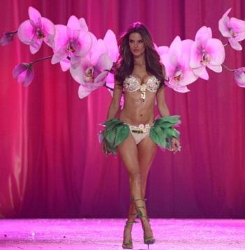 Ratings: 'Victoria's Secret Fashion Show' Boosts CBS to a Win