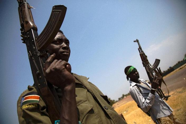 Members of the South Sudanese army (SPLA) patrol the half-emptied village of Leer, South Sudan, on February 3, 2016 (AFP Photo/Albert Gonzalez Farran)
