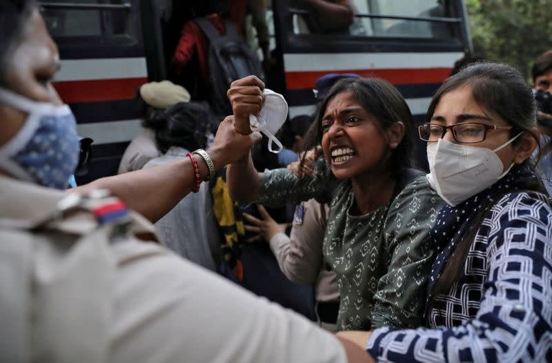 Indian police briefly detain politicians as unrest flares over gang rape