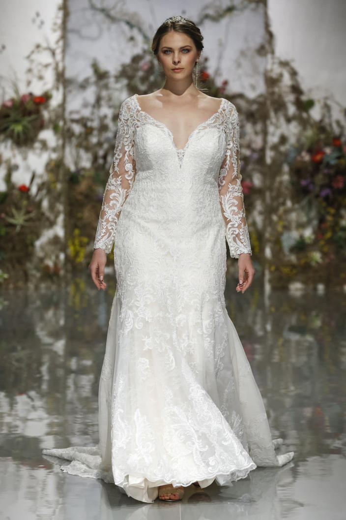<p>The sweetheart neckline and trumpet shape is what makes this gown especially gorgeous.</p>