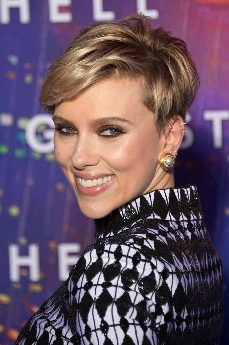 <p>Scarlett Johannson's layered cut calls for bright and shiny highlights.</p>