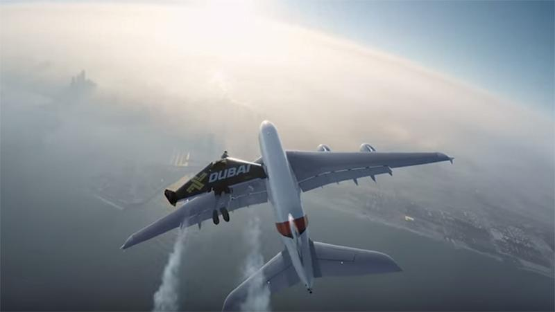 <p>Not a special effect: Two guys fly in jetpacks with an A380 plane</p>