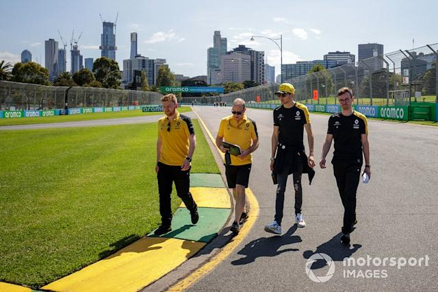 """Esteban Ocon, Renault F1 Team and members of the team walk the track <span class=""""copyright"""">Zak Mauger / Motorsport Images</span>"""