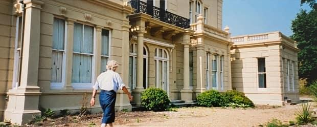 Lady Aitken leading the tour outside Cherkley Court during Kevin Fram's visit in the 1990s.