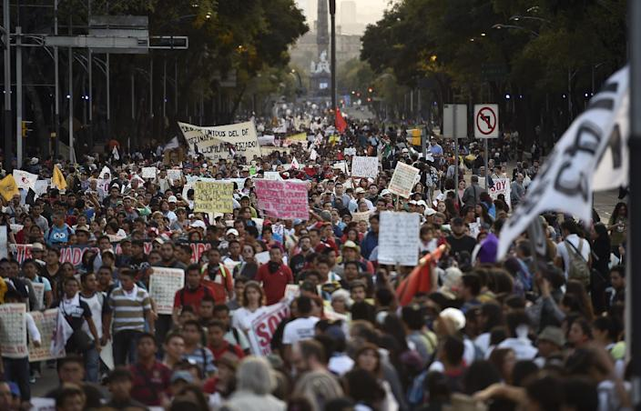 Hundreds of people take part in a demostration demanding information on the whereabouts of the 43 missing students from Ayotzinapa, in Mexico City on November 5, 2014 (AFP Photo/Ronaldo Schemidt)