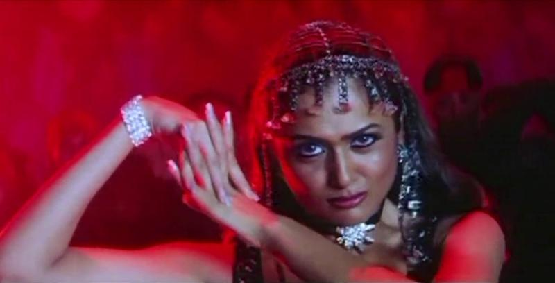 Amrita Arora in 'Dilli ki Sardi' song