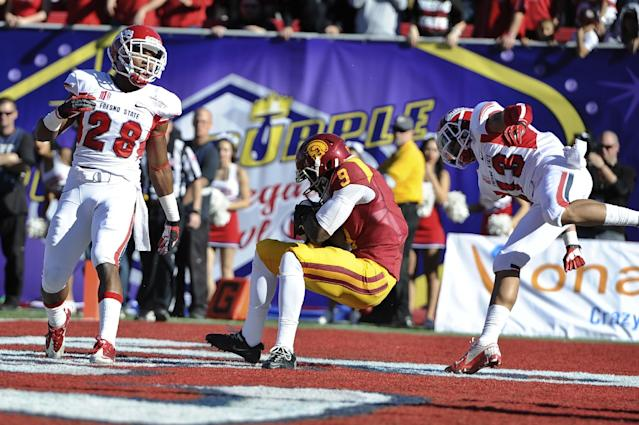 Southern California wide receiver Marqise Lee (9) hauls in a 10-yard touchdown reception against Fresno State in the first quarter of the Royal Purple Bowl NCAA college football game, Saturday, Dec. 21, 2013, in Las Vegas. (AP Photo/David Cleveland)