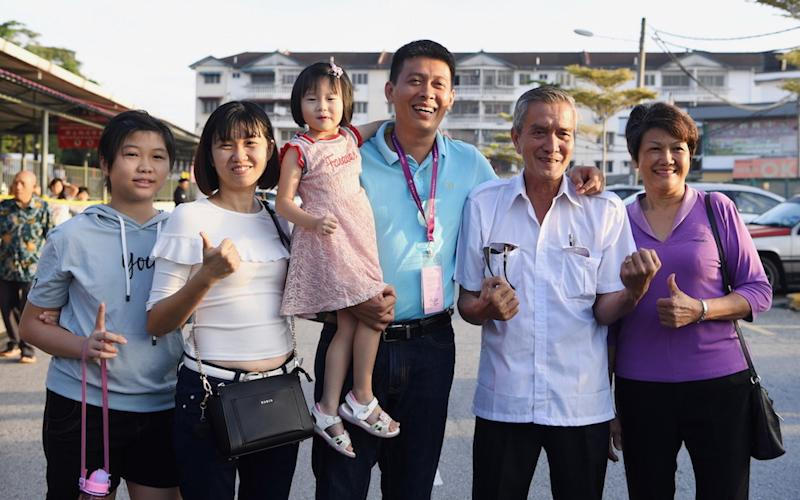 MCA candidate Tan Chee Teong poses for pictures with his family before casting his ballot at SJK (C) Batu 11 Cheras in Kuala Lumpur September 8, 2018. — Bernama pic