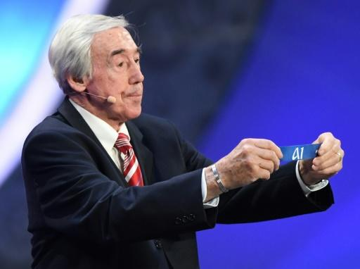 Former England goalkeeper Gordon Banks says the 1966 World Cup winners were not looked after by the  Football Association