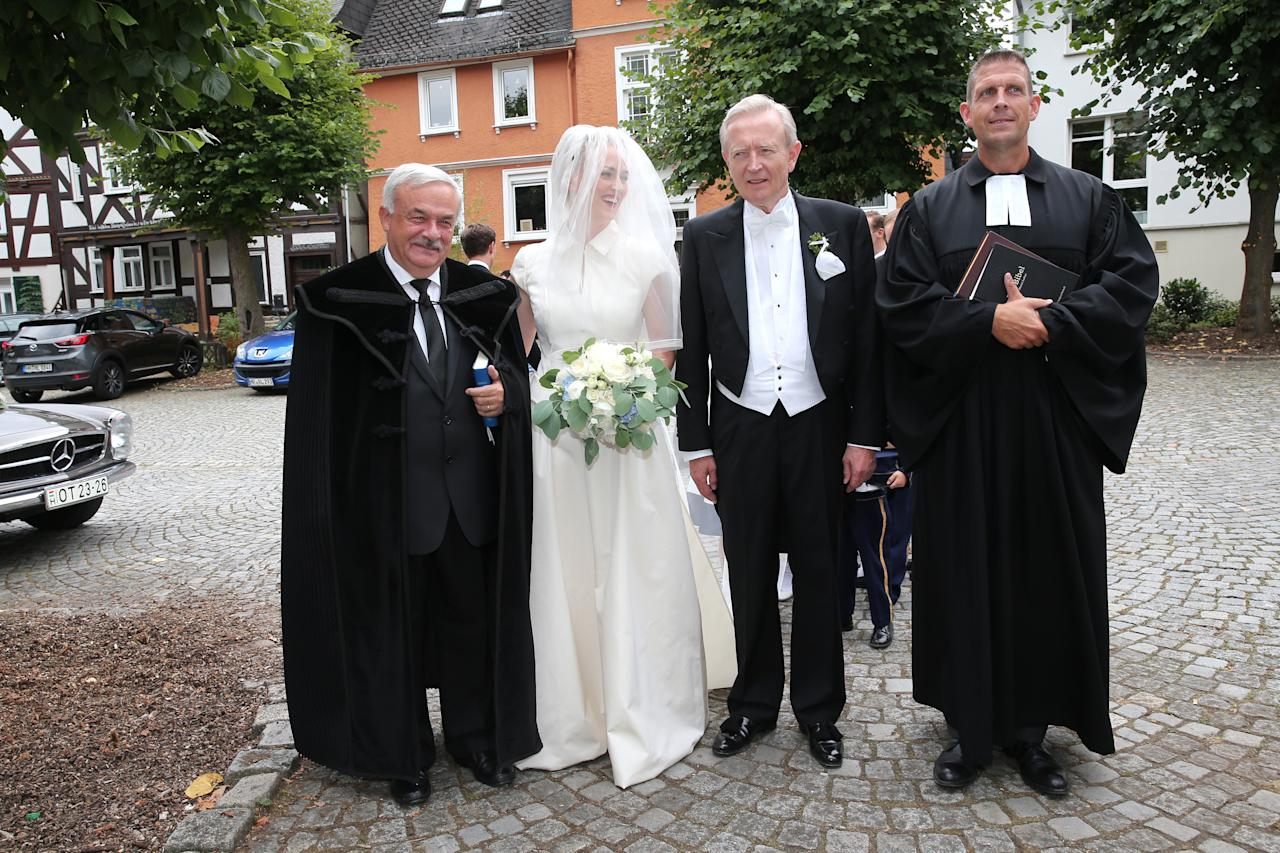 <p>The bride arrives with her father Prince Ludwig Ferdinand zu Sayn-Wittgenstein-Berleburg and they are greeted by Bishop Bela Kato and Pastor Olaf Latzel. Photo: Getty </p>