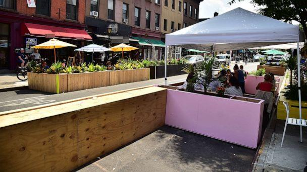 PHOTO: Outdoor restaurant and bar seating along Smith Street in the Carroll Gardens section of Brooklyn, NY. (Theo Wargo/Getty Images)