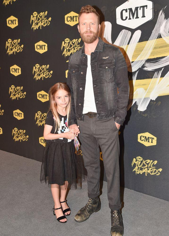 save off c5b64 049bf Father-Daughter Night! Dierks Bentley Walks CMT Awards Red ...
