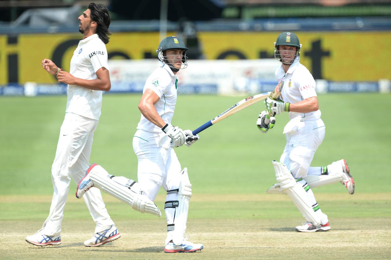 JOHANNESBURG, SOUTH AFRICA - DECEMBER 22:  Faf du Plessis and AB de Villiers (R) of South Africa make runs during day 5 of the 1st Test match between South Africa and India at Bidvest Wanderers Stadium on December 22, 2013 in Johannesburg, South Africa. (Photo by Duif du Toit/Gallo Images/Getty Images)