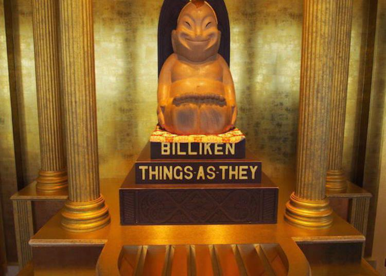 ▲Billiken-San's feet are worn down because touching the soles is said to bring good luck.