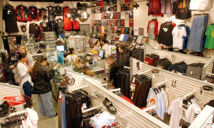 A Hot Topic store in 2002.