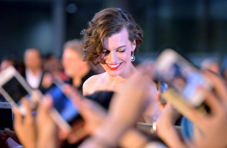 "Actress Milla Jovovich (C) is welcomed by Japanese fans upon her arrival at the world premiere of ""the Resident Evil: Retribution in 3D"" in Tokyo on September 3, 2012"