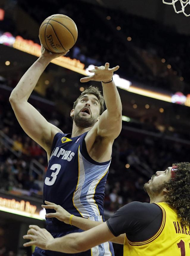 Memphis Grizzlies' Marc Gasol, left, from Spain, shoots over Cleveland Cavaliers' Anderson Varejao, from Brazil, in the first quarter of an NBA basketball game on Sunday, Feb. 9, 2014, in Cleveland. (AP Photo/Mark Duncan)
