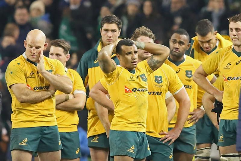 Australia's players react to their loss on the pitch after the match against Ireland in Dublin on November 26, 2016 (AFP Photo/Paul Faith)