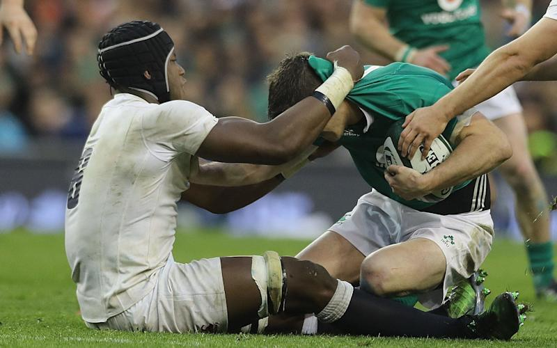 Maro Itoje grapples with Sexton - Credit: PA