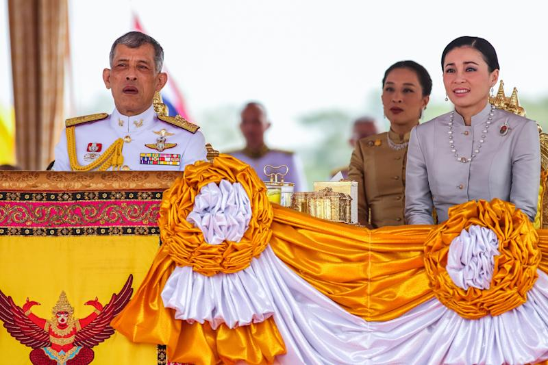Le roi en tenue (Photo by KRIT PHROMSAKLA NA SAKOLNAKORN/THAI NEWS PIX/AFP via Getty Images)