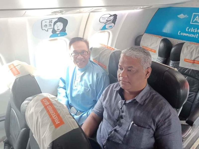 Anwar took a commercial flight in his personal capacity instead of following his wife's government-issued jet. — Picture via Facebook/AnwarIbrahim