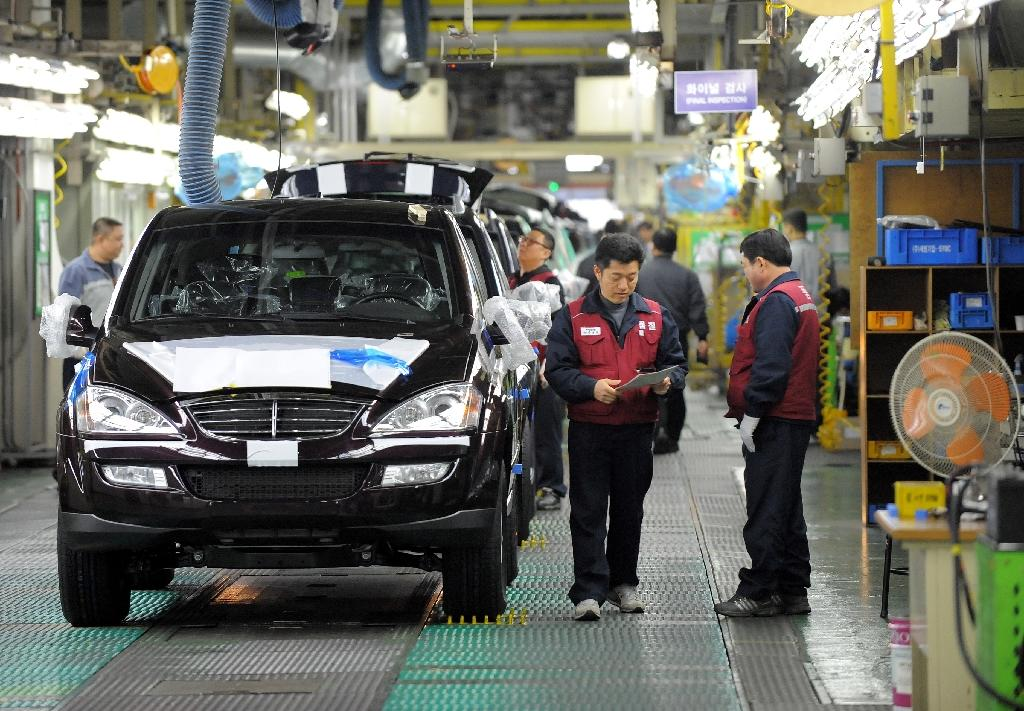 Revised statistics show South Korea's manufacturing sector expanded 2.3 percent last year (AFP Photo/JUNG YEON-JE)