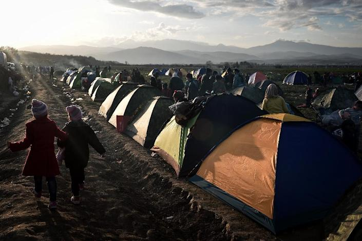 Thousands of migrants are stranded on the Greece-Macedonia border hoping to reach northern Europe (AFP Photo/Louisa Gouliamaki)