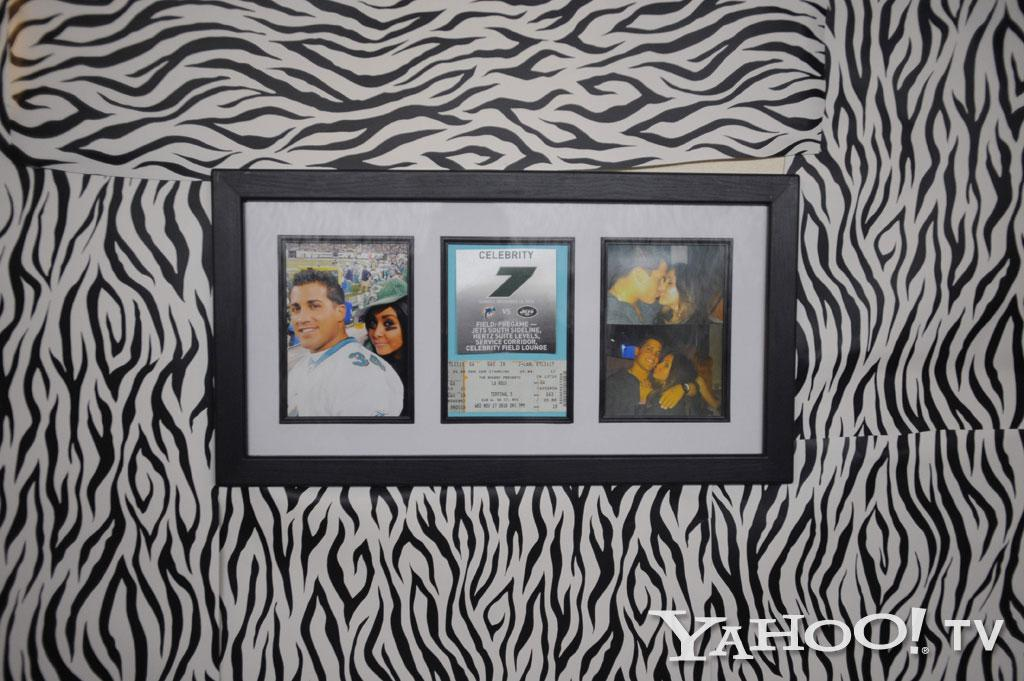 "Snooki proudly shows off her baby daddy Gionni with this frame of pictures. The Dolphins vs. Jets football tickets are mementos from the first sporting event they attended together.<br><br><a href=""http://tv.yahoo.com/photos/snooki-and-j-woww-1338597654-slideshow/"">See more ""Snooki & JWoww"" photos</a>"