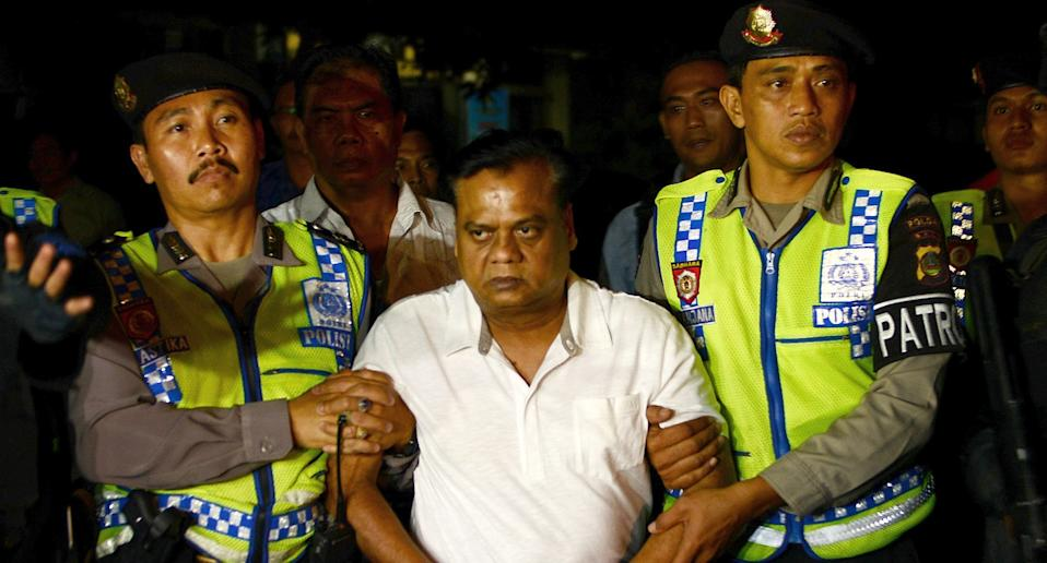Indonesian police escort Indian national Rajendra Sadashiv Nikalje, 55, known in India as Chhota Rajan, (C) from Bali police headquarters to Ngurah Rai Airport during his deportation from Denpasar on Bali island on November 5, 2015. Photo: SONNY TUMBELAKA/AFP via Getty Images