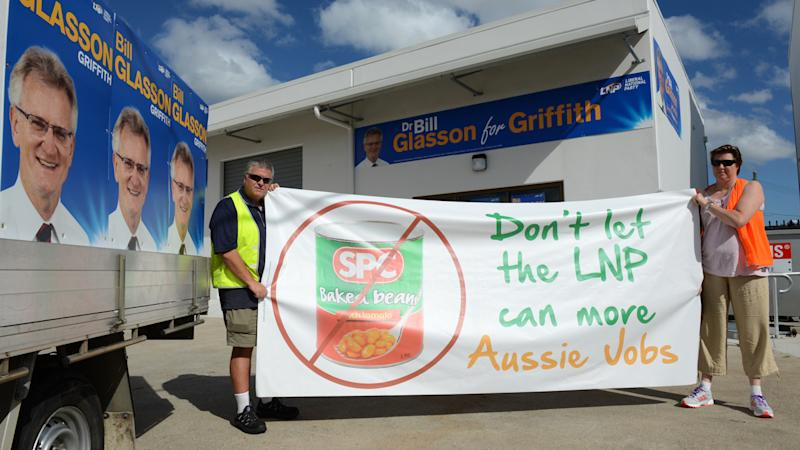 SPC Ardmona workers have crashed a press conference for the coalition's candidate for Griffith.