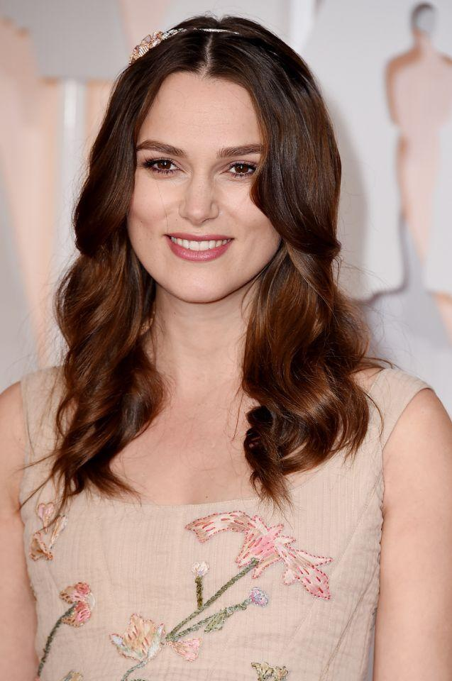 <p>Knightley sweetened up her style with a bejeweled headband at the Academy Awards. <i>(Photo: Getty Images)</i></p>