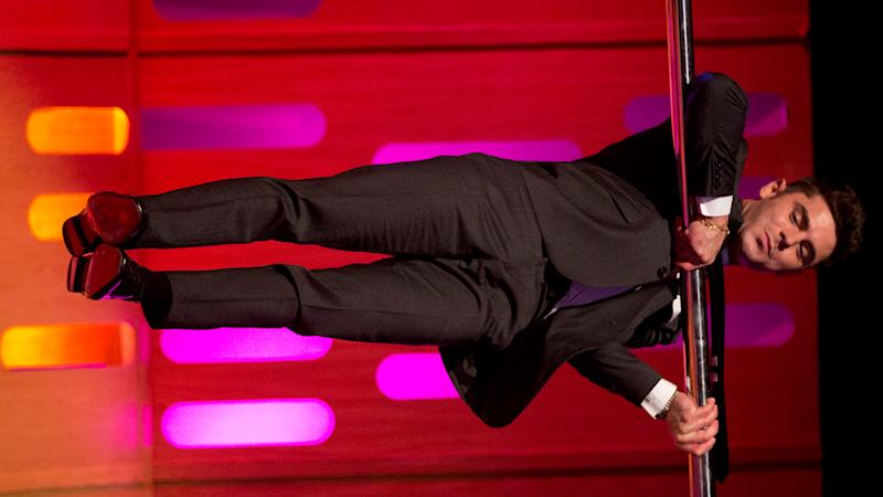 Zac Efron demonstrated his pole-dancing skills on the Graham Norton Show.