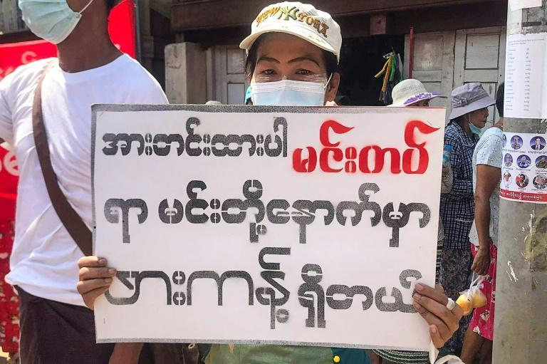 """A protester in Hkapant holds a sign that reads """"Stay strong, Mindat"""""""