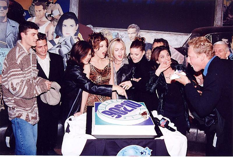 "The cast of ""Beverly Hills, 90210"" celebrates the show's 200th episode in September 1997. (Photo: Jeff Kravitz/FilmMagic)"