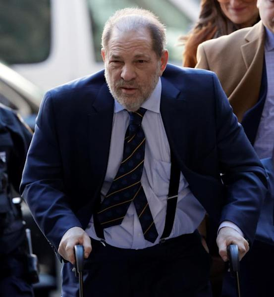 Former Hollywood producer Harvey Weinstein (C) arrives for his sexual assault trial at New York State Supreme Court in New York, New York, USA, 14 February 2020. (Estados Unidos, Nueva York) EFE/EPA/JASON SZENES