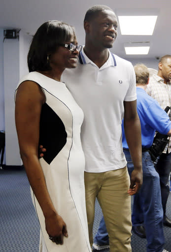 Kentucky's Julius Randle, right, poses with his mother Carolyn Kyles after Randle announced he will enter his name in the NBA draft during a news conference in Lexington, Ky., Tuesday, April 22, 2014. (AP Photo/James Crisp)