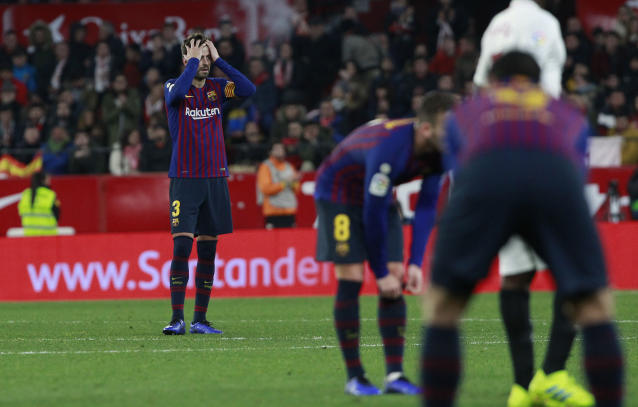 FC Barcelona's Gerard Pique, left, reacts after Sevilla's Pablo Sarabia scored during a Spanish Copa del Rey soccer match between Sevilla and FC Barcelona in Seville, Spain, Wednesday Jan. 23, 2019. Sevilla won 2-0. (AP Photo/Miguel Morenatti)