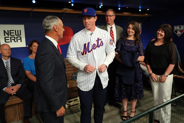 """SECAUCUS, NJ - JUNE 03: Brett Baty is greeted by Major League Baseball Commissioner Robert D. Manfred Jr. after being selected 12th overall by <a class=""""link rapid-noclick-resp"""" href=""""/mlb/teams/ny-mets/"""" data-ylk=""""slk:the New York Mets"""">the New York Mets</a> during the 2019 Major League Baseball Draft at Studio 42 at the MLB Network on Monday, June 3, 2019 in Secaucus, New Jersey. (Photo by Alex Trautwig/MLB Photos via Getty Images)"""