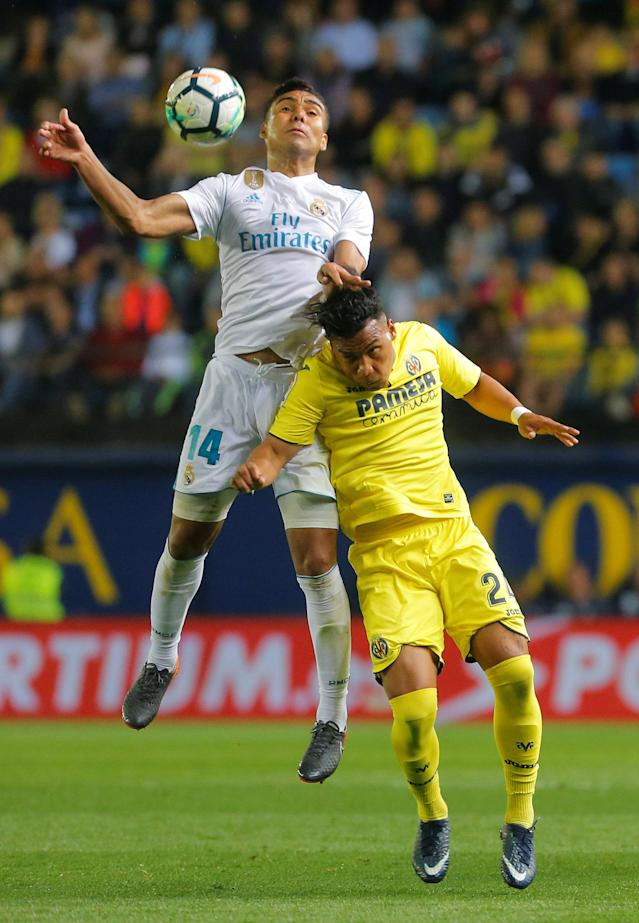 Soccer Football - La Liga Santander - Villarreal vs Real Madrid - Estadio de la Ceramica, Villarreal, Spain - May 19, 2018 Real Madrid's Casemiro in action with Villareal's Roger Martinez REUTERS/Heino Kalis