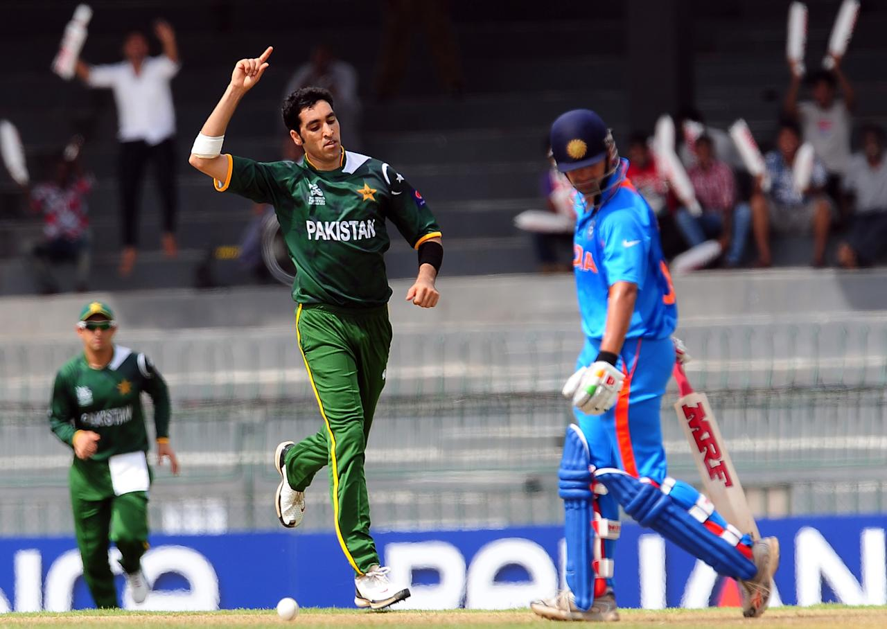 Pakistan cricketer Umar Gul (C) celebrates the wicket of Indian cricketer Gautam Gambhir (R) during a World Twenty20 warm-up match between India and Pakistan at The R. Premadasa Cricket Stadium in Colombo on September 17, 2012. AFP PHOTO/ LAKRUWAN WANNIARACHCHI